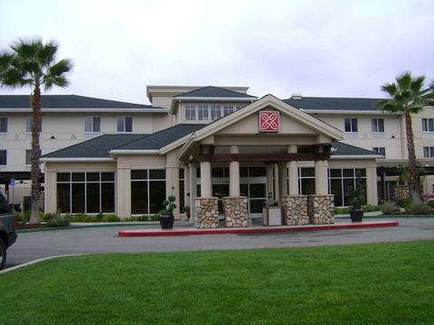 2631759-hilton-garden-inn-redding-hotel-exterior-2-def