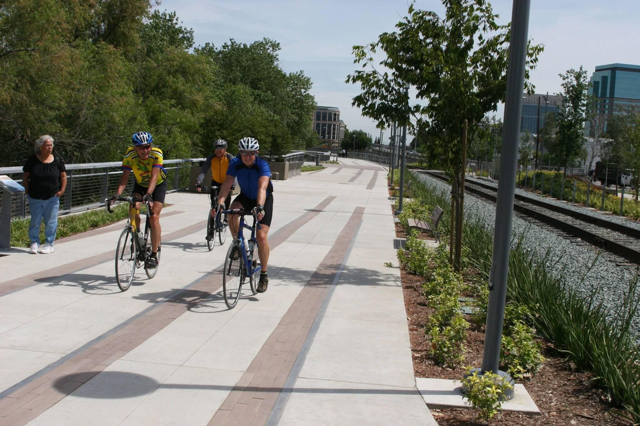 PromenadeCyclists